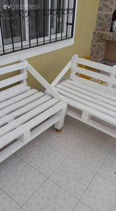 paletten deko The wonderful balcony set made by Mehtap lady from the palettes. Outdoor Pallet Projects, Diy Outdoor Furniture, Small Furniture, Painted Furniture, Outdoor Decor, Cube Seat, Palette Garden, Decoration Palette, Pallet House