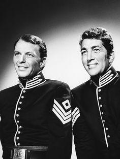 """Frank Sinatra y Dean Martin en """"Tres Sargentos"""" (Sergeants 3), 1962"""