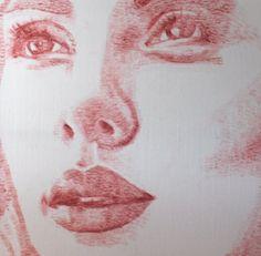 Alexis Fraser (vulgo Lipstick Lex), a qual mora em Toronto, cria lindos retratos de pessoas famosas com seus beijos nas telas.