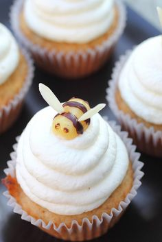 Honey beehive cupcakes (these will go with the Beehive cake i pinned)