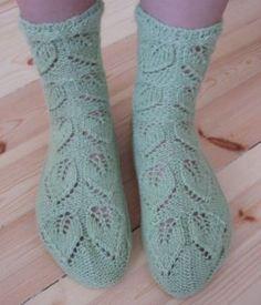 sukat: sauna @ www.ullaneule.net Knitting Charts, Knitting Socks, Hand Knitting, Knitted Hats, Knitting Patterns, Knitting Ideas, Knit Shoes, Knitting Magazine, Wool Socks