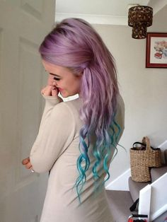 Lexie used these colours: Violet & Turquoise Directions hair coloring balm  http://www.fantasmagoria.eu/accessories/cosmetics-makeup/hair-color