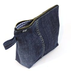 Hottest Snap Shots Denim Cosmetics Bag, Dark Blue Thoughts I enjoy Jeans ! And a lot more I like to sew my own Jeans. Next Jeans Sew Along I'm going to dis Artisanats Denim, Denim Purse, Dark Denim, Diy Jeans, Jean Diy, Large Cosmetic Bag, Jean Purses, Denim Crafts, Recycled Denim