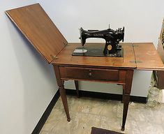 Antique Sewing Machines, Vintage Sewing, Coco, Painted Furniture, Sewing Tables, Electric, Grands Parents, Singer, Crafty