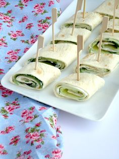 Cucumber wraps From Pauline's Kitchen - Lunch Snacks Birthday Snacks, Snacks Für Party, Lunch Snacks, Bite Size Appetizers, Best Appetizers, Sandwiches, Lunch Wraps, Mini Foods, High Tea