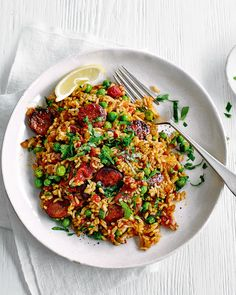 A super tasty cheat's paella that you can quickly whip up in 15 minutes after a busy day at work. The chorizo adds heaps of instant flavour whilst the peppers and peas bring colour and natural sweetness to this dish. Rice Recipes, Meat Recipes, Cooking Recipes, Chorizo Recipes, Dinner Recipes, Weeknight Recipes, Savoury Recipes, Midweek Meals, Healthy Family Meals