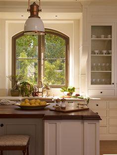 Afb01c64 ca54 4abc 81ea 695aa5ce011c tim.clarke.interior.design.portfolio.interiors.traditional.tuscan.transitional.kitchen.jpg?ixlib=rails 1.1