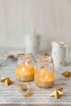 ... die erste Kerze brenn! Endlich ist es wieder Zeit, sein Zuhause liebevoll zu dekorieren. Wir haben tolle Ideen, wie Sie Ihr Heim schnell und einfach verschönern können.