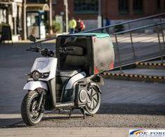 Silence S02 LS Delivery - Scutere electrice pentru companii. Caracteristicile tehnice al modelului Silence S02 LS Delivery îl recomandă pentru cei care prestează servicii publice, de livrări si curierat. Este un scuter urban, eficient, sigur, care se adaptează nevoilor companiilor ce au ca obiect de activitate livrările de produse. SO2 LS Delivery este deja pe străzile multor orase europene si face fată cu succes sarcinilor pentru care a fost proiectat. Cutia portbagajului este exterm de…