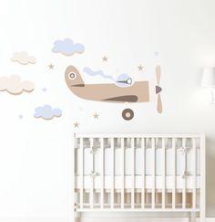 Un vinilo infantil. Deja que su imaginación vuele, un vinilo dulce, elegante, de diseño simple y actual. Personalízalo con el nombre del niño.