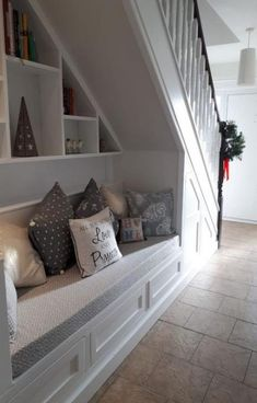 60 Genius Storage Ideas For Under Stairs – Zimmergestaltung - Stroge Ideas Staircase Storage, Staircase Design, Stair Shelves, Hallway Storage, Attic Storage, Under Stairs Nook, Under Basement Stairs, Closet Under Stairs, Stairs And Hallway Ideas