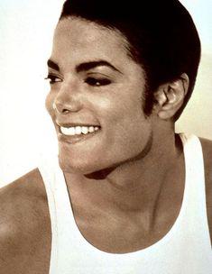 Výsledok vyhľadávania obrázkov pre dopyt michael jackson in china 1987 Michael Jackson 1991, Michael Jackson Wallpaper, Michael Jackson Thriller, Paris Jackson, Most Beautiful Man, Beautiful Smile, Jackson Life, Mike Jackson, Mj Dangerous