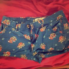 Hollister Flower Shorts In good condition! Bundle with other shorts listed for a discount! Hollister Shorts