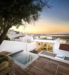 Casa 103 by Marlene Uldschmidt Architects