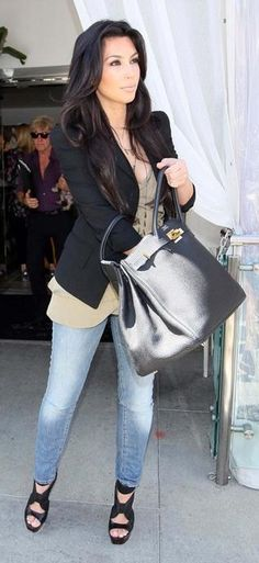 Who made Kim Kardashian's black purse, skinny jeans, black shoes and black blazer that she wore in New York, April 30, 2010? Purse – Hermes Birkin  Jacket – Elizabeth and James  Pants – R13 The Legging Skinny  Shoes – Proenza Schouler