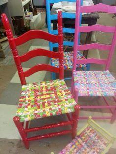 A Mcinnis Artworks: Fabric chair seat weaving Diy Furniture Chair, Chair Redo, Furniture Repair, Diy Pallet Furniture, Diy Chair, Furniture Makeover, Upcycled Furniture, Rustic Furniture, Furniture Ideas