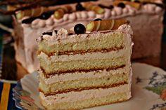 Przepisy Kulinarne: Tort z różowym kremem budyniowym i z bitą śmietaną.