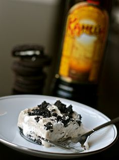 Kahlua & Oreo Pie ~ It involves no baking, very few ingredients, and alcohol. This is my kind of dessert :)