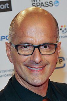 Christoph Maria Herbst (* 9. Februar 1966 in Wuppertal) ist ein deutscher Schauspieler sowie Hörbuch- und Synchronsprecher. Für seine Darstellung des Stromberg in der gleichnamigen Comedy-Fernsehserie erhielt er unter anderem 2006 den Grimme-Preis und dreimal in Folge den Deutschen Comedypreis als bester Schauspieler.
