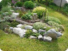 La piedra es un material que nos ofrece enormes posibilidades en jardinería. Con ella igual podemos recubrir parte del suelo del jardín para crear una zona reservada al uso lúdico como podemos elab…