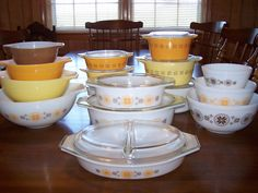 TOWN and COUNTRY Collection from Pyrex debuted in 1963 and was discontinued about