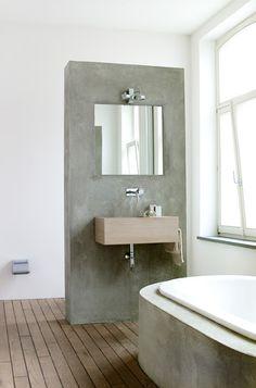idee om badwand rond te laten lopen en onder in te springen zodat je niet met je tenen tegen het bad stoot.