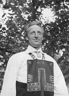 "Elisabeth Meyer:  ""Staute, vakre mennesker er Stesdølene"" Portrait of a man in a Setesdal-costume. Photographs from Setesdal around 1940-42. Gelatin silver print, baryta"
