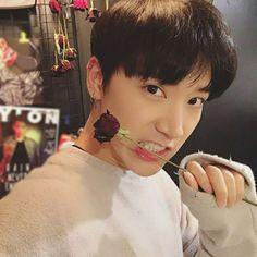 Happy birthday to Chittaphon Leechaiyapornkul (Ten/TNT). Main dancer, vocalist and sub-rapper for NCT U (Neo Culture Technology U) * He's from Bangkok Thailand. Winwin, Taeyong, Jaehyun, Nct 127, K Pop, Astro Moonbin, Grupo Nct, Yoon Park, Selca