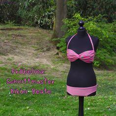 """Super Freebook für Hingucker Bikini """"Beate"""" - Der Bikini ist einfach zu nähen und an individuelle Größen anpassbar, die Anleitung für die Bikinihose gibt es natürlich auch. Gefunden bei froebelina.de"""