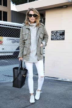 15 a winter outfit with an oversized grey sweater, white skinnies, white skinnies, a green cargo jacket and a black bag - Styleoholic White Jeans Winter, Jeans Outfit Winter, White Jeans Outfit, Winter White, Trendy Outfits, Fall Outfits, Cute Outfits, Work Outfits, Turtleneck And Blazer
