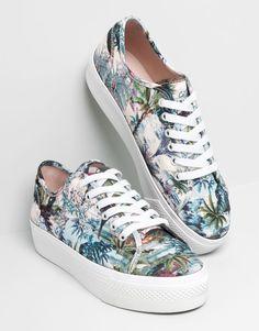 PullBear 25,99€  #zapas #moda #fashion http://cuchurutu.blogspot.com.es/2014/05/35-zapas-para-el-verano.html