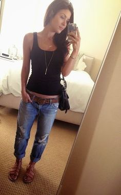 black tank, blank bag, distressed jeans, chunky belt, minimalist necklace, simple sandals.