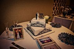 Black & white cake - wedding anniversary Photography by Marina Mougois #renewalofvows