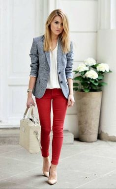 Boucle: The Make Life Easier blogger is wearing a Boucle blazer by TJMaxx, Mango pants, Kazar shoes, Zara shirt and Sabrina Pilewicz bag.