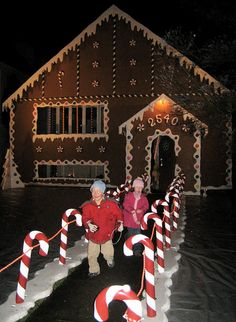 Candy Cane Fence W/ Snow Gingerbread House