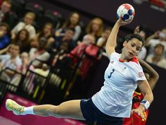 August 3, 2012: Britain's leftwing Holly Lam-Moores jumps to shoot during the women's preliminary Group A handball match against Angola. Team GB lost 31-25 GETTY IMAGES (1024×768)