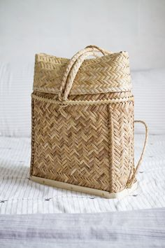 Large Rattan Backpack on Etsy by Sea&Weave! Cute Purses, Purses And Bags, Work Purse, Backpack Pattern, Summer Purses, Market Bag, Fashion Handbags, Rattan, Straw Bag