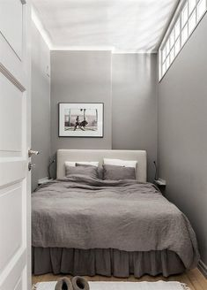 Small Bedroom Design for Couples. Small Bedroom Design for Couples. 15 Romantic Bedroom Design for Couples Very Small Bedroom, Small Basement Bedroom, Small Bedroom Ideas For Couples, Small Apartment Bedrooms, Small Bedroom Designs, Small Room Design, Master Bedroom, Bedroom Simple, Extra Bedroom