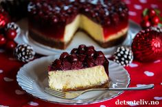 Ostekake med pepperkakebunn og kirsebærlokk | Det søte liv