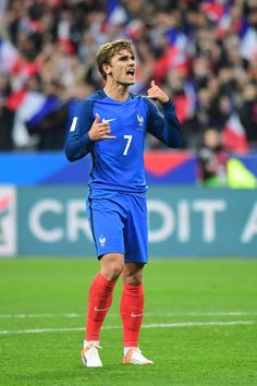 Antoine Griezmann of France celebrates putting his side ahead during the 2018 Fifa World Cup qualifying match between France and Bulgaria at Stade de France on October 2016 in Paris, France. Soccer Guys, Football Soccer, Football Players, National Football Teams, Antoine Griezmann, Neymar, Champion Du Monde Foot, Cristino Ronaldo, France Football