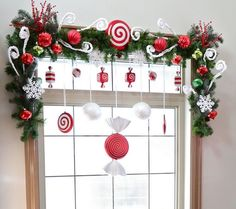Christmas time is coming and the best way to conjure the holiday spirit is to take care of beautiful Christmas window decorations. The practice of making up special decorations at Christmas has a long history. Grinch Christmas, Christmas Home, Christmas Holidays, Christmas Wreaths, Christmas Windows, Christmas Kitchen, Christmas Candy, Christmas Photos, Christmas Cupcakes
