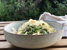 Vegetarische Spaghetti Carbornara mit frischen Gartenkräutern als leckere etwas leichtere alternative zur klassischen Carbornara. Dieses Rezept für Vegetarische Grüne Carbornara schmeckt nach Sommer und ist ein wahrer Genuss! Noch mehr Rezuepte gibt es auf www.elfenkindberlin.de