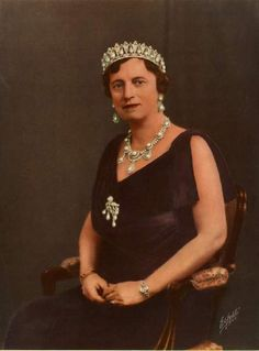 Princess Alexandrine (1879-1952) of Mecklenburg-Schwerin, Queen consort of Denmark and Iceland wearing the Danish Pearl Poire tiara.