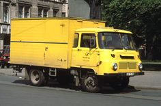 Postauto Robur in Erfurt, 1990 Cars And Motorcycles, Trucks, World, Buses, Vintage Cars, Lego, Yellow, Van, Antique Cars