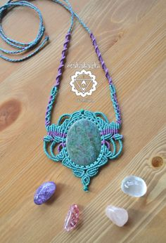 Macramè necklace with Ruby Zoisite and por MahakashiCreations