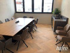 GEBÜRSTET | OXIDATIV WEISS GEÖLT LÄNGE: 790 mm BREITE: 150 mm STÄRKE: 10 mm SYSTEM: Dropdown Clic mit Fase AUFBAU: 2-Schicht Designdiele #hafroedleholzböden #parkett #böden #gutsboden #landhausdiele #bödenindividuellwiesie #vinyl #teakwall #treppen #holz #nachhaltigkeit #inspiration Vinyl, Conference Room, Table, Design, Inspiration, Furniture, Home Decor, Wood Floor, Stairways