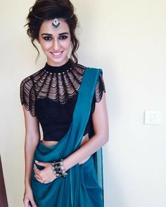 51 Inspurational Street Style Ideas To Look Cool And Fashionable - Daily Fashion Outfits Indian Attire, Indian Wear, Indian Dresses, Indian Outfits, Indische Sarees, Stylish Sarees, Saree Dress, Saree Styles, Couture