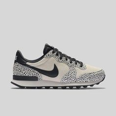 new arrivals 4d0b3 fe40a Nike Wmns Internationalist PRM White Black Light Bone  Sneakers Nike  Internationalist Premium, Flyknit Racer