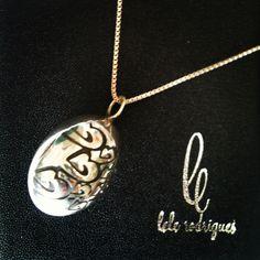 Uma ótima idéia para a Páscoa!!! Pingente em prata em formato de ovo por Lele Rodrigues.