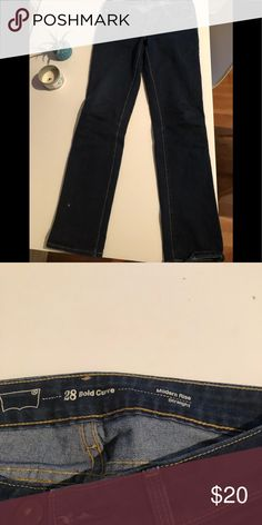 Levi's supreme curve straight leg jeans Levi's supreme curve straight leg jeans. Made for curvy girls with narrow waist and full hips. Dark blue. Excellent condition! Levi's Jeans Straight Leg